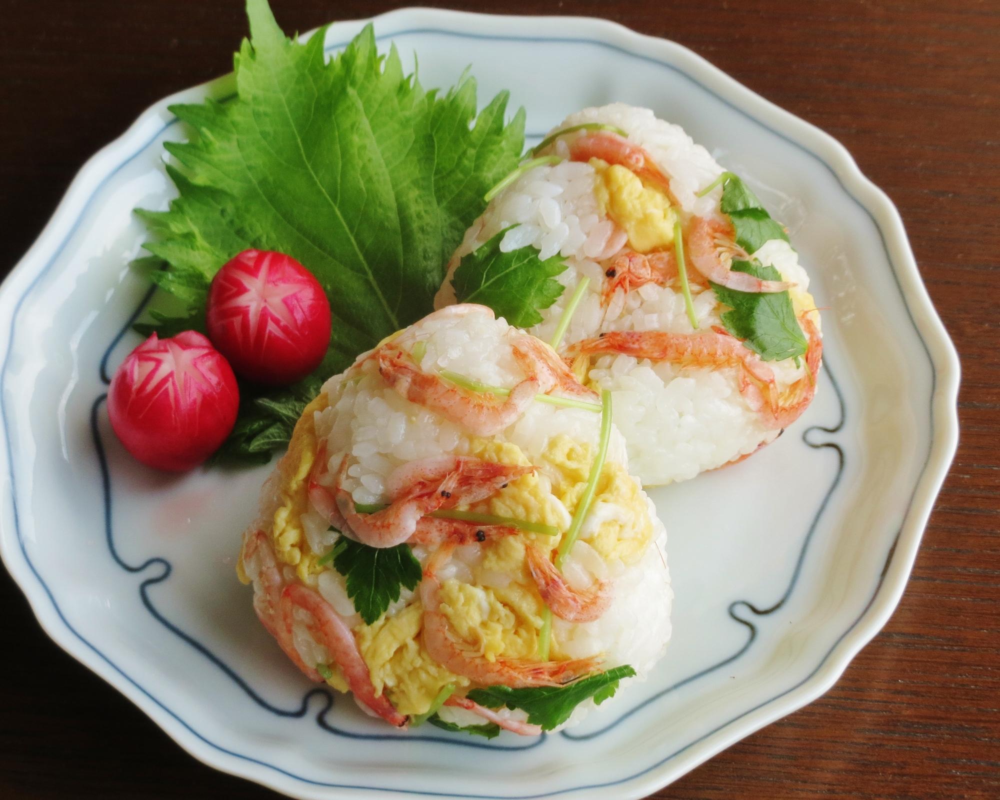 桜えびと三つ葉炒り卵のおにぎり